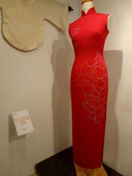 现代手绘女子礼服